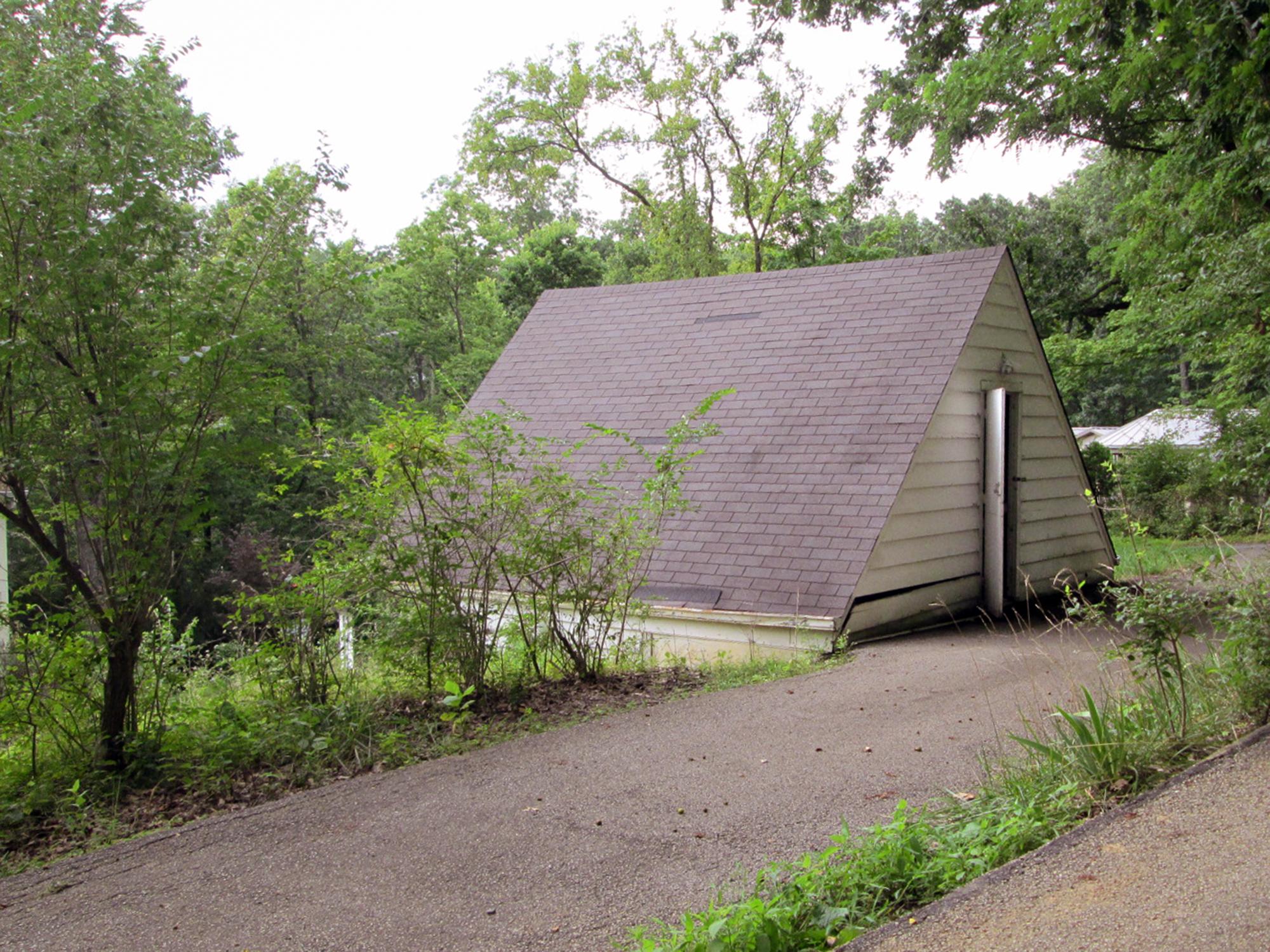 Free standing garage, residential