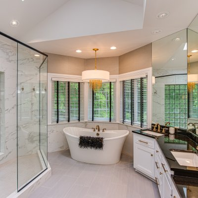 free standing tub, double sinks, seated vanity