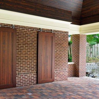 sliding doors in pavilion