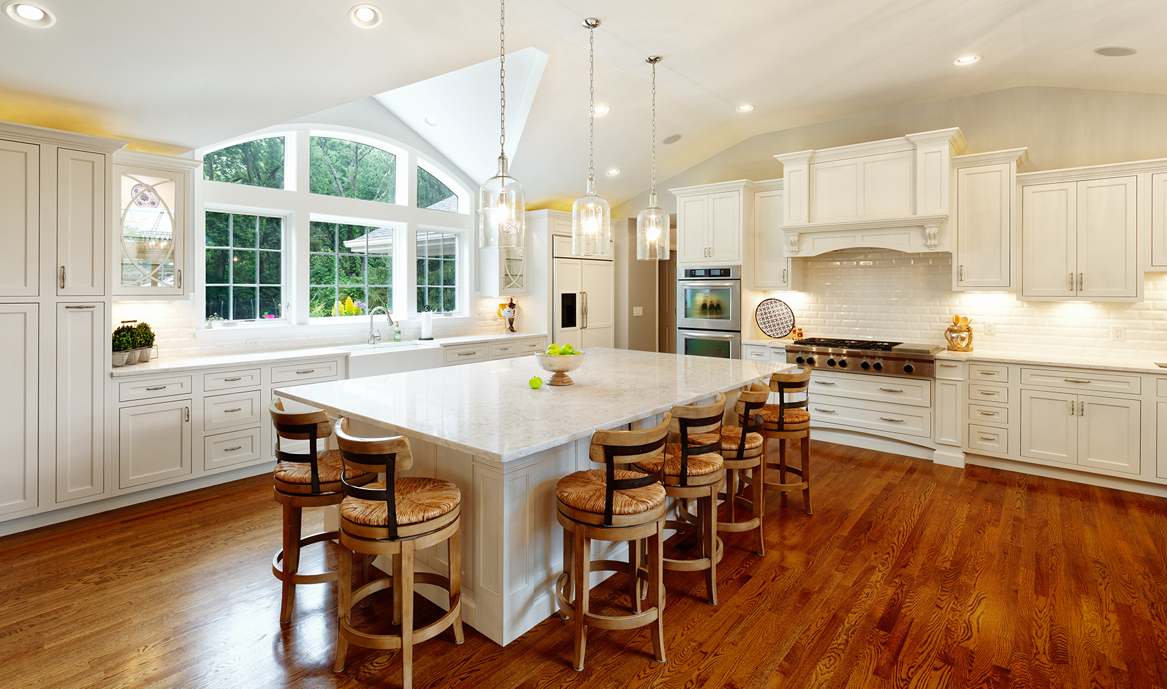 Kitchen by Wilcox Architecture in East Hyde Park